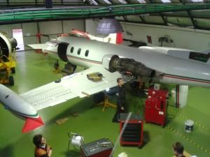 El Lear Jet italiano, en el Hangar del IES Illa dels Banyols, en el Prat de Llobregat.